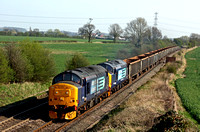 37667 & 37510 at Elford north of Tamworth on 17.4.10 with  6Z70 1008 Sheerness Steel Works - Tyne Dock empty scrap wagons.
