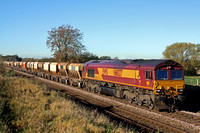 66027 at Copleys Brook on the outskirts of Melton Mowbray on 4.11.13 with 6L43 0925 Mountsorrel Sdgs - Kennett Redland Sdg loaded stone hoppers