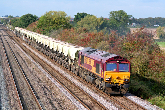 66182 at Cossington, MML heading towards Syston East Junction on 15.10 08 with a short   6E67 Mountsorrel - Peterborough Yards loaded self discharge train