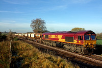66109 at Copleys Brook, Melton Mowbray on 13.11.13 with 6L43 0925 Mountsorrel Sdgs - Kennett Redland Sdg loaded stone hoppers in lovely autumn morning light