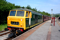 Hymek D7076 waits at Rawtenstall Station on 6.7.06 with the  1415 service to Heywood  at the ELR Diesel Gala July 2006